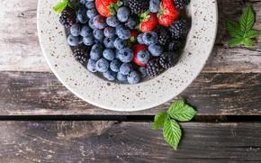 Картинка ягоды, черника, клубника, тарелка, ежевика