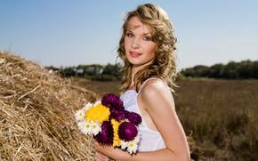 Картинка поле, лето, взгляд, девушка, цветы, лицо, поза, сено, красивая, хризантемы, Fleur A