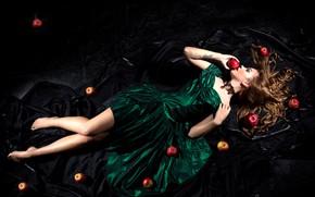 Картинка девушка, поза, волосы, яблоки, платье