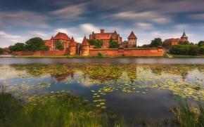 Картинка река, замок, Польша, Poland, Malbork, Замок Мариенбург, Замок Мальборк, Река Ногат, Мальборк, Nogat River, Malbork ...