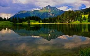 Картинка зелень, лес, лето, небо, облака, свет, горы, озеро, отражение, синева, берег, склоны, ели, водоем, водная …