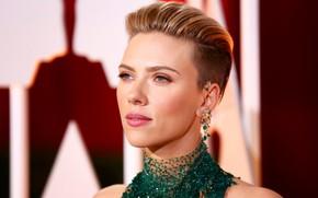 Картинка взгляд, лицо, поза, портрет, макияж, актриса, Scarlett Johansson, певица, Скарлетт Йоханссон, с короткой стрижкой, hair