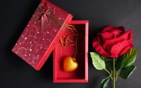 Картинка цветы, подарок, сердце, роза, кулон, red, love, черный фон, красная, heart, flowers, romantic, gift, roses