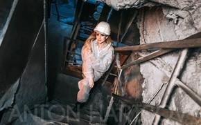 Картинка взгляд, поза, завод, модель, макияж, прическа, блондинка, шлем, лестницы, стоит, комбинезон, спецодежда, смотрит вверх, Anton …