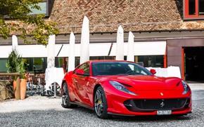 Картинка Ferrari, red, yard, Superfast, 812
