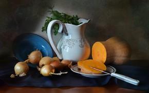 Картинка стол, лук, тарелка, нож, посуда, тыква, натюрморт, овощи, молочник, драпировка