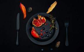Картинка ягоды, стол, листва, тарелка, нож, вилка, гранат
