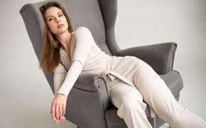 Картинка взгляд, девушка, поза, кресло, руки, комбинезон, Сергей Гокк