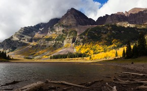 Картинка осень, лес, облака, горы, берег, вершина, водоем