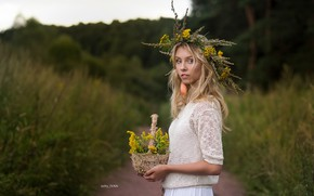 Картинка деревья, волосы, Девушка, блондинка, цветочки, венок, Алиса Тарасенко, Иван Острый