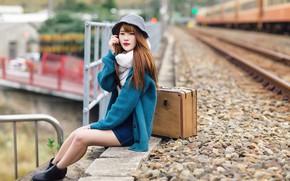 Картинка девушка, вокзал, чемодан, азиатка, милашка, боке