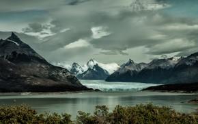 Обои лед, небо, облака, снег, деревья, горы, озеро, пасмурно, берег, листва, вершины, лёд, ледник, водоем, снежные, ...