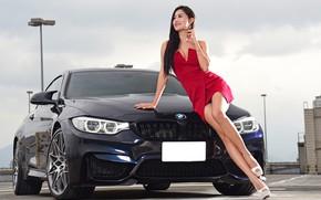 Картинка авто, взгляд, улыбка, Девушки, BMW, красивая девушка, Stella, красивое платье, позирует над машиной