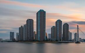 Картинка небо, закат, река, здания, дома, вечер, Япония, Токио, Tokyo, Japan, мосты, набережная, небоскрёбы