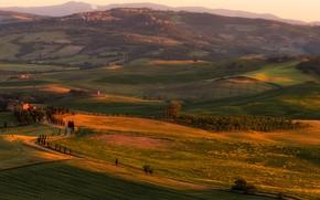 Картинка поле, лето, деревья, закат, горы, природа, туман, уют, дом, холмы, склоны, поля, красота, даль, вечер, ...