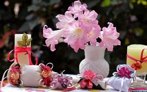 Картинка цветы, ленты, свечи, ваза, мешочки