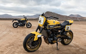 Картинка песок, горы, жёлтый, пустыня, тюнинг, стоит, Yamaha, moto, tuning, custom, Yamaha XSR900, городской мотоцикл, жёлтый …
