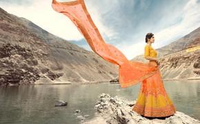 Картинка girl, fashion, beautiful, model, brunette, pose, indian, makeup, saree, sari, traditional