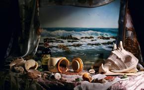 Картинка море, волны, стиль, темный фон, стол, вино, бутылка, чайки, картина, банка, ткань, ракушки, натюрморт, россыпь, …