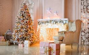 Картинка комната, кресло, подарки, ёлка, камин, украшение, лампочки, гостиная