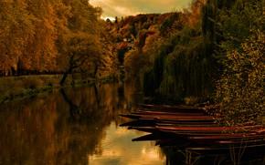 Обои осень, деревья, пейзаж, природа, отражение, река, холмы, берег, листва, вид, лодки, вечер, водоем, много, кроны, ...