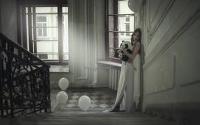 Картинка девушка, шарики, поза, дом, игрушка, лестница, панда, Анна Шувалова