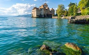 Картинка небо, солнце, облака, деревья, озеро, камни, замок, берег, Швейцария, Lake Geneva, Chillon Castle