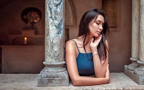 Обои девушка, задумчивость, поза, портрет, свеча, макияж, платье, прическа, шатенка, красивая, огонёк, боке, Xenia, Oliver Gibbs