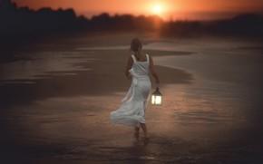 Картинка море, лес, пляж, девушка, солнце, свет, закат, берег, спина, вечер, платье, прибой, фонарь, прогулка, сумерки, …