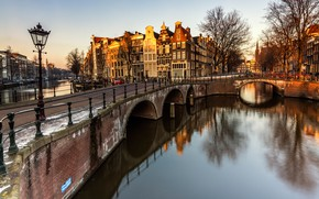 Картинка деревья, пейзаж, мост, река, улица, вид, окна, здания, дома, ограждение, Амстердам, фонари, канал, старый, арки, ...