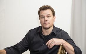 Картинка взгляд, актёр, сидит, продюсер, сценарист, Matt Damon, Мэтт Деймон, позa