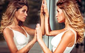 Картинка стекло, девушка, лицо, отражение, руки, тату, Marco Squassina, Francesca Genesi