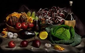 Картинка вино, бутылка, масло, еда, лук, баклажаны, черный фон, натюрморт, овощи, помидоры, груши, предметы, капуста, мешковина, …