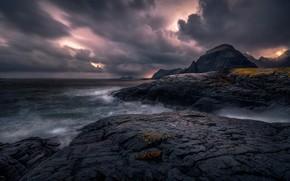 Картинка море, тучи, камни, пасмурно, скалы, каменистый берег, хмуро, хмурое небо