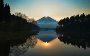 Картинка лес, небо, солнце, пейзаж, горы, отражение, холмы, гора, вечер, вулкан, Япония, Фудзи, берега, Фудзияма, остров …