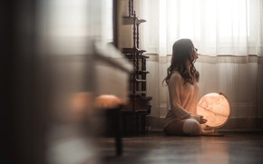 Картинка девушка, поза, комната, на полу, Stefan Haeusler, Simone Mattes