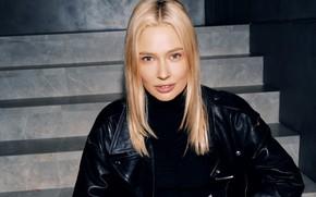 Картинка взгляд, девушка, поза, актриса, куртка, блондинка, hair, Наталья Рудова