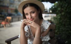 Картинка девушка, улыбка, фото, улица, кольца, шляпа, руки, красивая, Вероника, боке, Dmitry Sn
