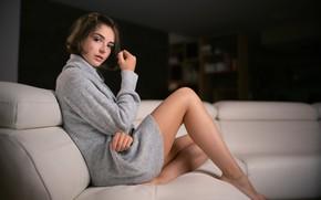 Картинка взгляд, девушка, ножки, на диване, боке, Solene