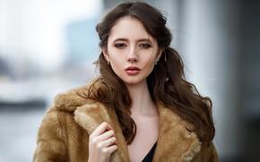 Картинка взгляд, фон, модель, портрет, макияж, прическа, шуба, мех, шатенка, красотка, боке, Maksim Romanov, Disha Shemetova