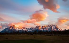 Картинка поле, небо, свет, снег, пейзаж, закат, горы, обака