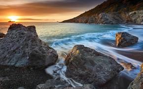 Картинка море, волны, пляж, небо, солнце, облака, свет, пейзаж, природа, галька, камни, скалы, рассвет, берег, побережье, …