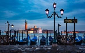 Картинка вода, город, лодки, утро, фонари, Италия, Венеция, собор, лагуна, набережная, гондолы