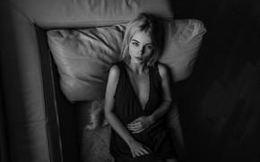 Картинка девушка, подушка, ножки, губки, монохром, Aleks Five