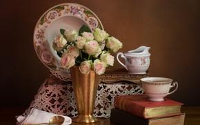 Картинка цветы, стиль, фон, книги, розы, букет, тарелка, чашка, натюрморт, салфетка
