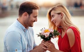 Картинка девушка, любовь, цветы, настроения, букет, пара, влюбленные, улыбки