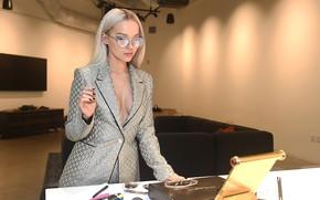 Картинка девушка, поза, модель, очки, красотка, пиджак, Vogue, Dove Cameron