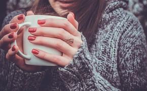 Картинка девушка, тепло, руки, кольцо, чашка, свитер, маникюр