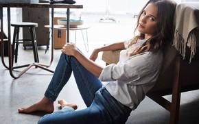 Картинка взгляд, девушка, поза, комната, блузка, Alicia Vikander