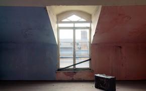 Картинка комната, окно, чемодан